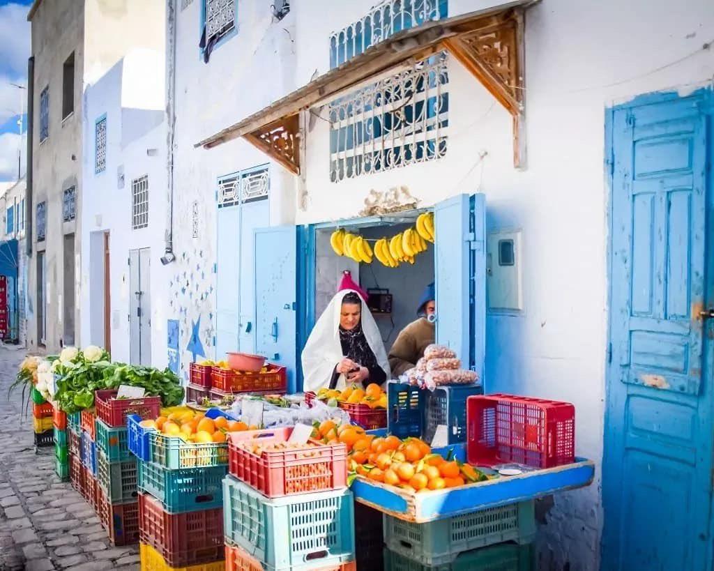A Tunisian woman grocery shopping in Hammamet