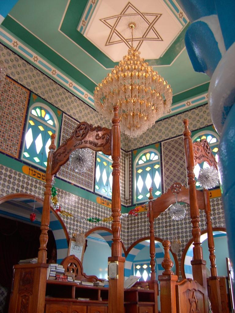 A view of the prayer room of the synagogue of Zarzis.(Wikipedia)